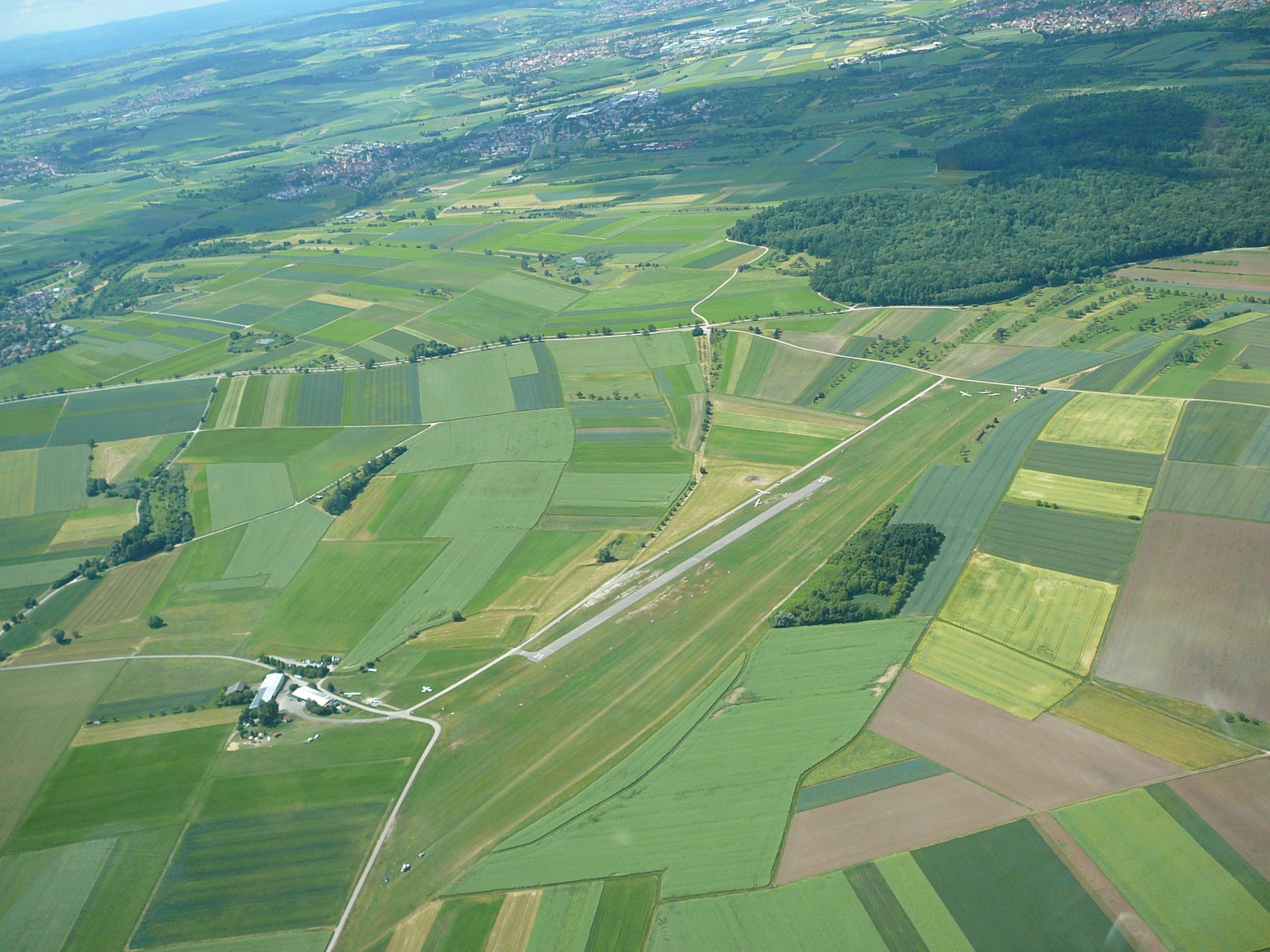 Der Flugplatz Poltringen von oben